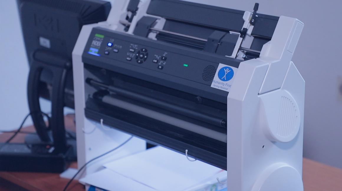 Spende eines Brailledrucker für sehbehinderte Menschen