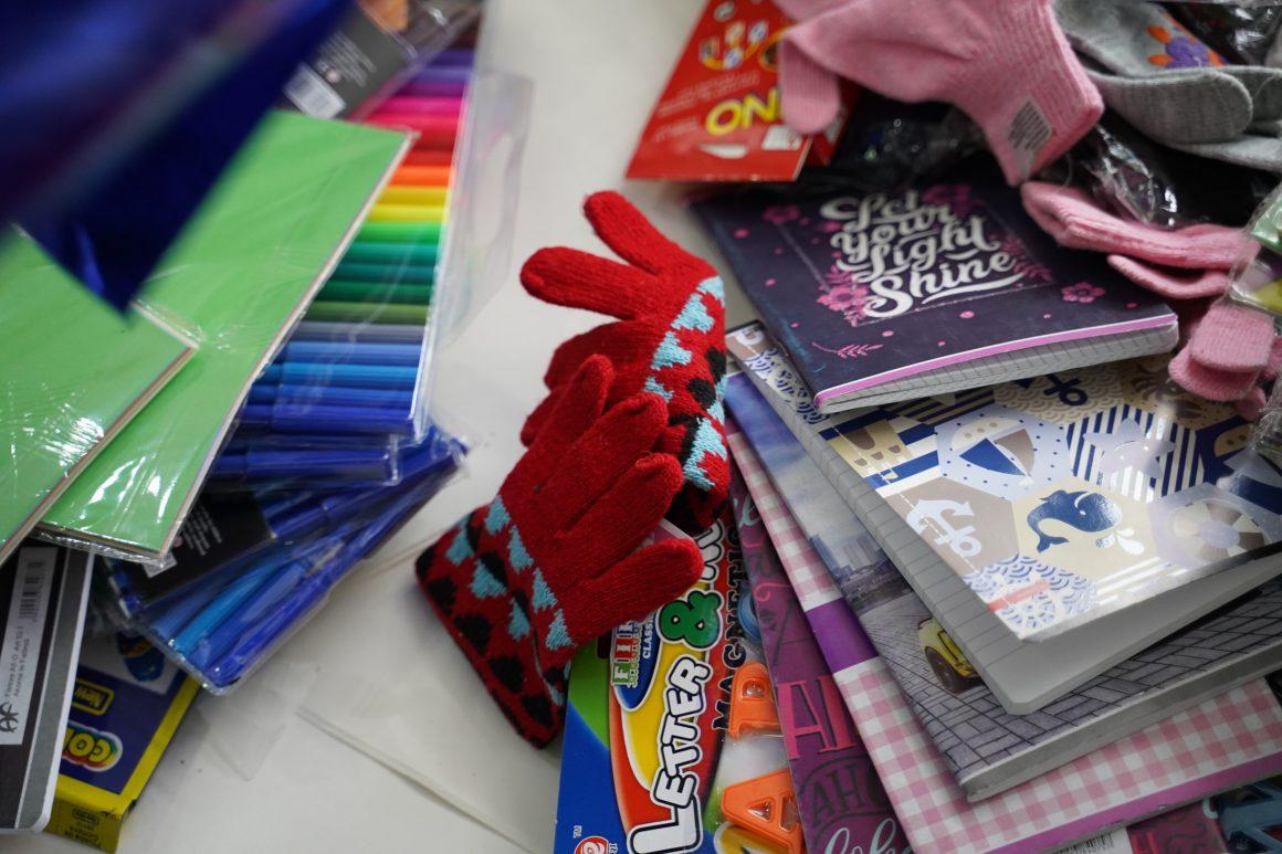 Geschenkpakete zum Schulstart in Prishtina im Kosovo